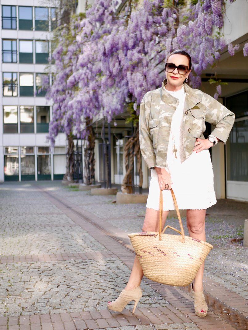 Canouflage jacket Zara, lace dress, Asos shoes, Saint Laurent shades, summerlook, mystyle, streetfashion, streetstyle, basket, summerdress, summertrend, heels, accessoires, over50blogger, modeblog Augsburg, eyewearblogger