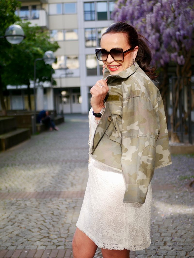 Camouflage jacket Zara, lace dress, Asos shoes, Saint Laurent shades, summerlook, mystyle, streetfashion, streetstyle, basket, summerdress, summertrend, heels, accessoires, over50blogger, modeblog Augsburg, eyewearblogger