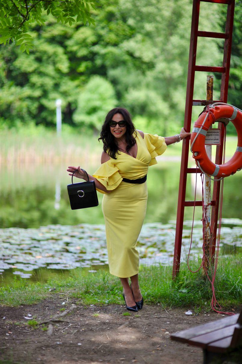 Forever unique dress, Cartier bag, Nine West shoes, Prada eyewear, ruffles, italian style, Fashionblog Augsburg, cochastyle, italian fashion, eyeweardesign, Eyewearblogger, jewelryblogger, style for women, over50blogger, over50, bestage, bestagemodel