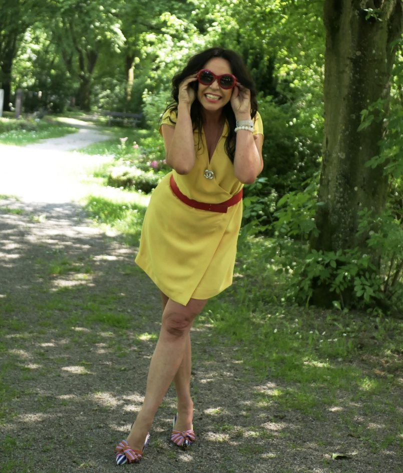 Yellow and red style, Mango dress, Chanel shades, Asos shoes, accessoires, details, Chanel, mystyle, over50blogger, streetwear, summerlook, fashionblogger, eyewearblogger, style for ladies, bestage, Fashionblog Augsburg, cochastyle, summerdress, bloggerstyle