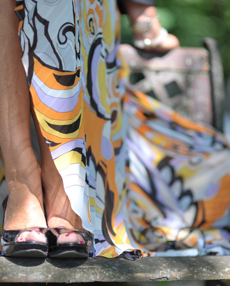 Marciano print skirt, Cult Gaia bag, Nine West shoes, Dior stellaire shades, Rinascimento top, style for ladies, ageless fashion, print skirt, emilio pucci design, plissee, pleated skirt, summerlook, summeroutfit, streetwear, streetfashion, designerwear, eyewearblogger, cochastyle, Fashionblog Augsburg