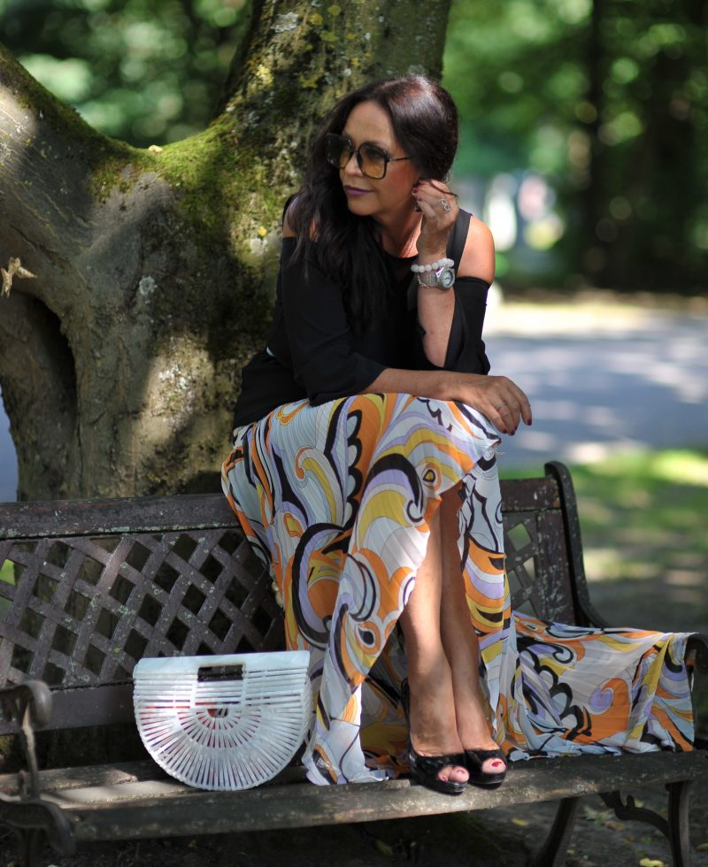 Marciano print skirt, Cult Gaia bag, Nine West shoes, Dior stellaire shades, Rinascimento top, style for ladies, ageless fashion, print skirt, emilio pucci design, plissee, pleated skirt, summerlook, summeroutfit, streetwear, streetfashion, designerwear, eyewearblogger, cochastyle, Fashionblog Augsburg