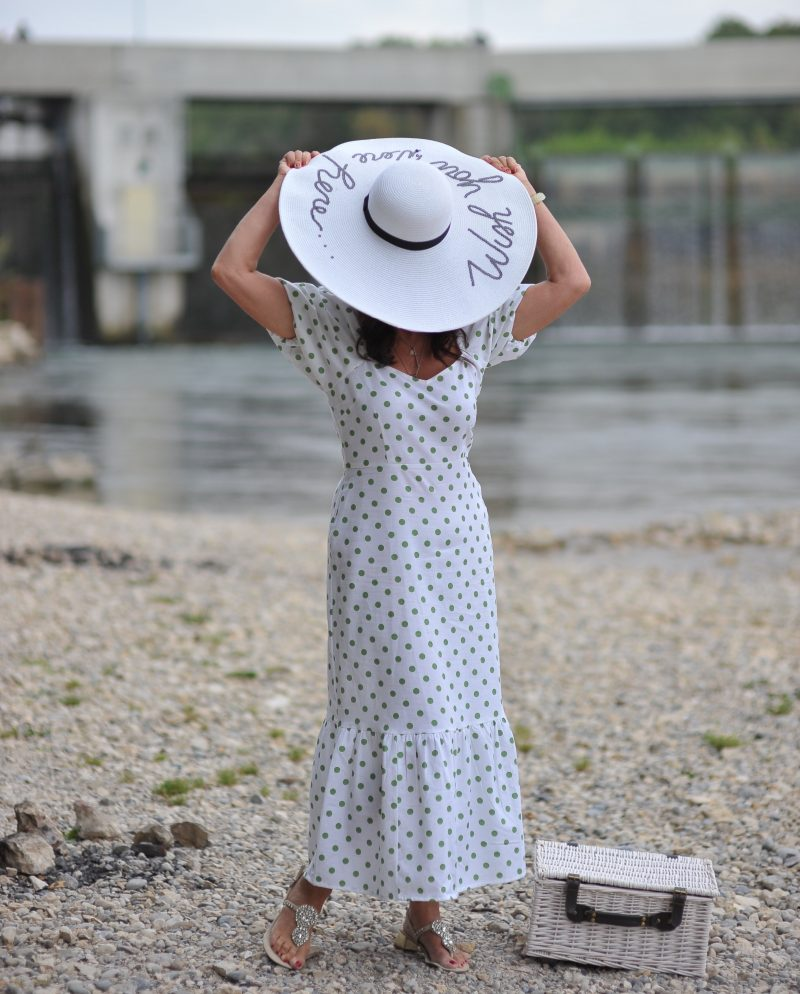 Summerdress with Polkadots Asos, Shoes Nine West, Hat Alex Max, Summerstyle, Beachwear, streetstyle in summer, Picknick, Romantic style, ageless fashion, ageless style, Fashionblog Augsburg, Fashion and travel, cochastyle, Polkadots