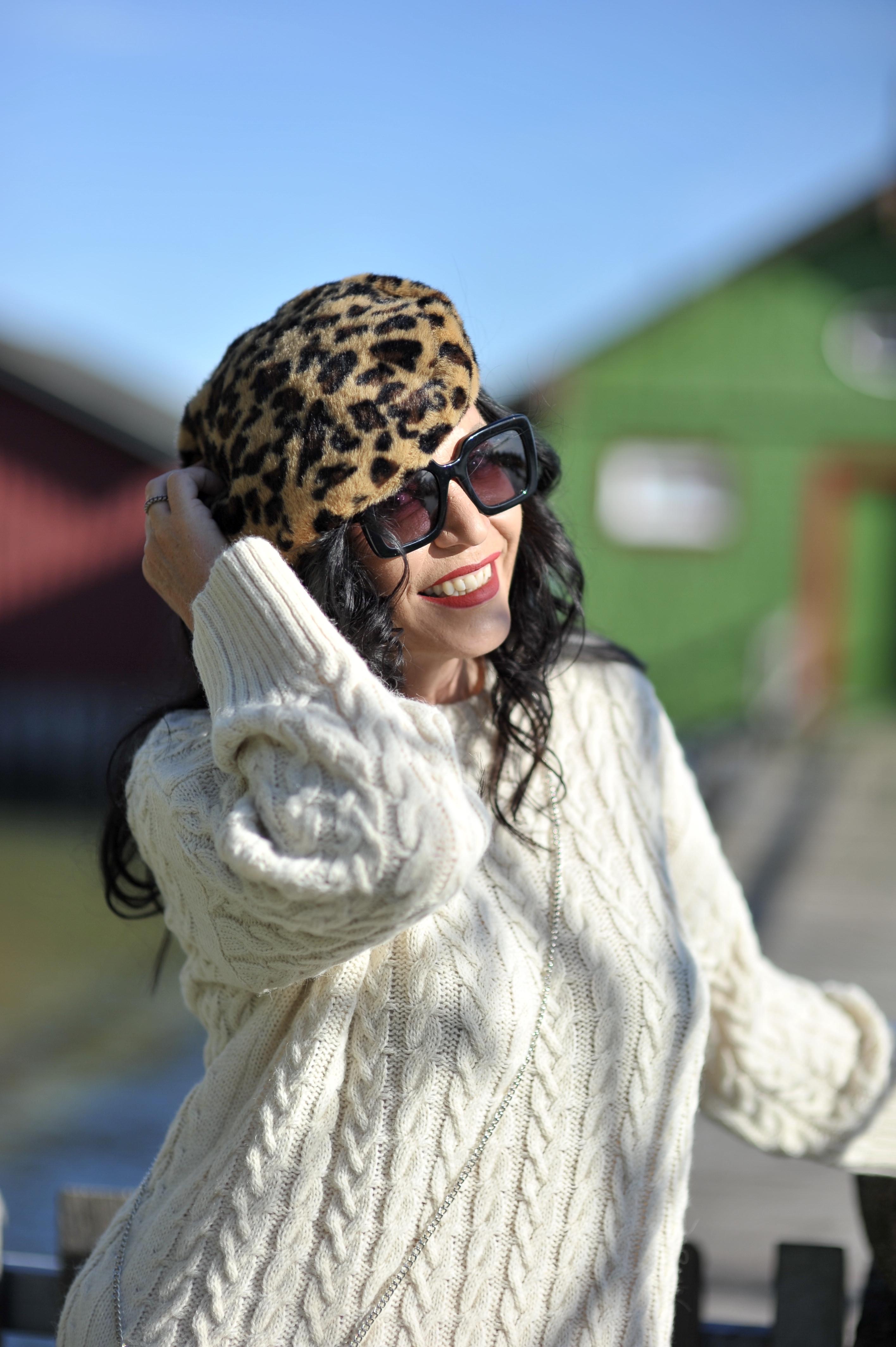 Kaos fashion, knitwear, Fashionblog Augsburg, ageless fashion, Leo hat, Antonello Serio, Eyewearblogger, mystyle, style for Ladies, Damenmode, Designerwear, Sonnenbrillen, Brillenblogger, Yoox Stiefel, Yoox Boots, Herbstmode, trends2019, Fashion, Style