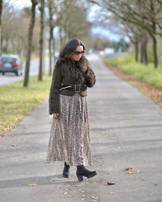 Marc Cain Jacket, Gucci Shades, Boots Vagabond, mystyle, Bag and skirt, noname, ageless fashion, ageless style, streetstyle, fall outfit, fall, autumn, style for ladies, Fashionblog Augsburg, Cochastyle, fakefur, Modeblogger, eyewearblogger, streetfashion