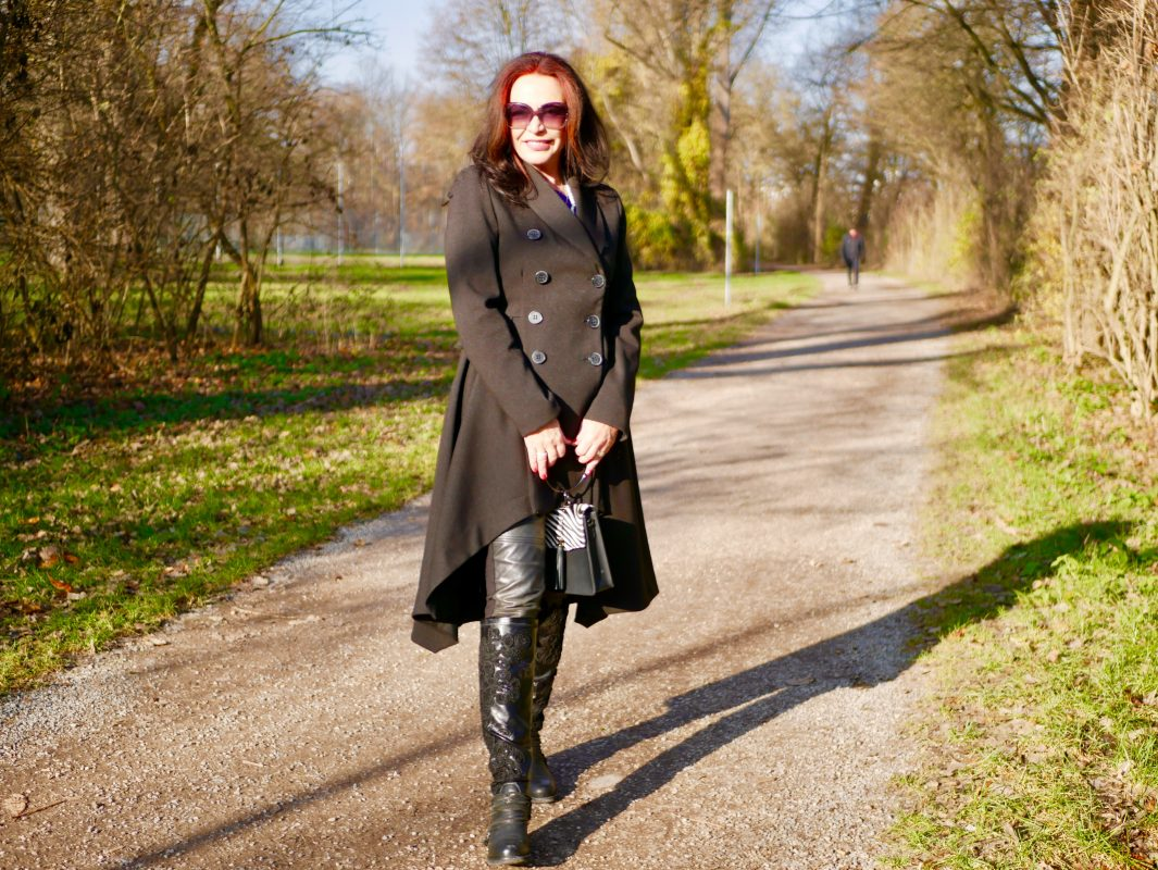 Black look, Rinascimento coat, Moschino pants, Mimmu shoes, Italia moda, ageless style, ageless mode, style for ladies, Fashionblog Augsburg, cochastyle, Modeblog, Eyewearblogger, eyeweartrends, Sonnenbrillen, Munichblogger, Fashion
