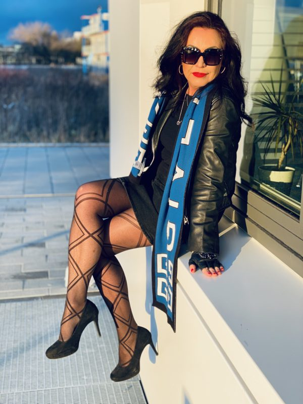 Givenchy scarf, Mango jacket, Lagerfeld gloves, Dolce & Gabbana shades, Calzedonia stockings, style for ladies, ageless fashion, fashionblog Augsburg, cochastyle, mystyle, eyewearblogger, eyewear, Jeansrock, Dior bag, designer wear, streetstyle, streetfashion