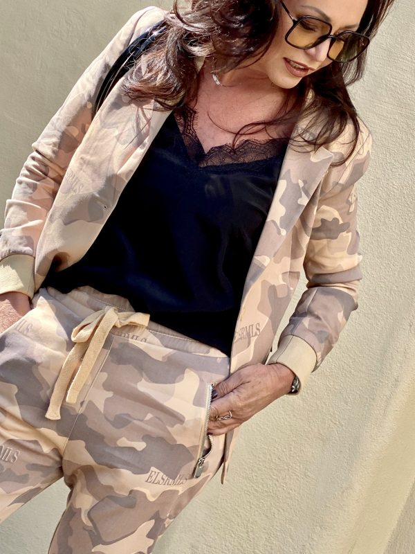 Elias Rumelis Camouflage suit, 5Preview. Bag, Dior shades, Silktop Set Fashion, Asos Sandals, mystyle, ageless fashion, Trends 2020, Fashionblogger, Style for Ladies, ageless style, styleblogger, Modeblogger, baglover, Camouflage, Anzug, woman power, style inspiration, Fashionblog Augsburg, streetstyle, cochastyle
