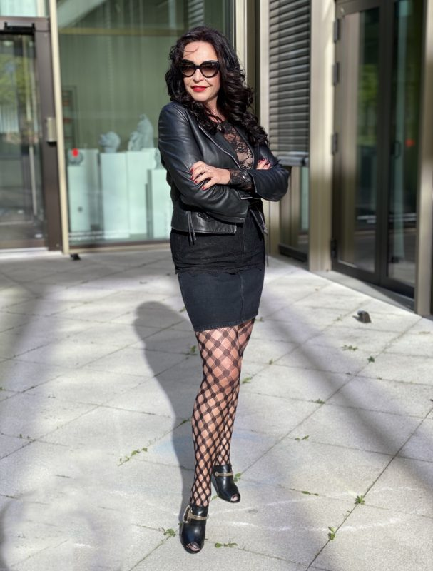Black look, leather jacket Mango, lace top Intimissimi, shades Prada, tights Calzedonia, shoes. Gucci, mystyle, streetfashion, designer wear, designer style, over 50, Fashionblog Augsburg, style for ladies, fashionista, 50plusandfabulous, Cochastyle, legwear, shoelover
