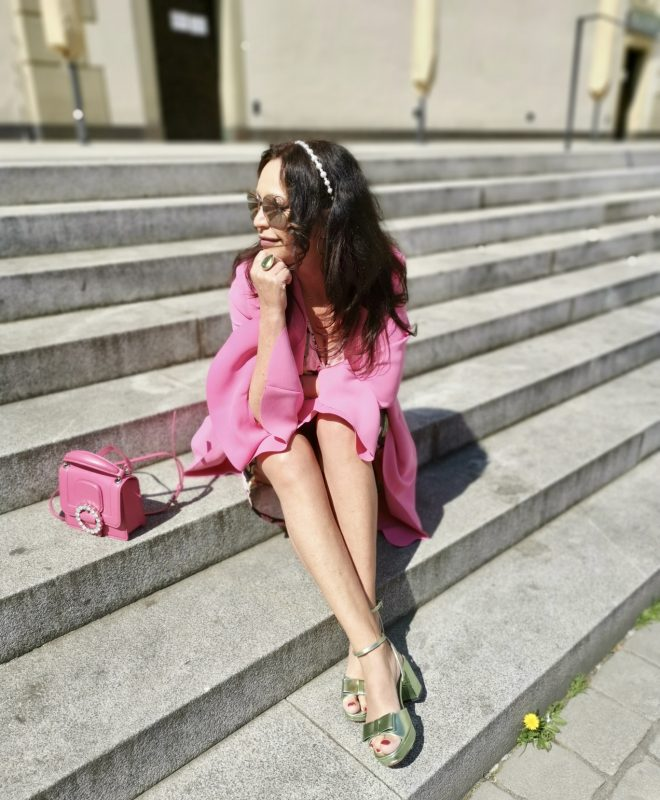 Pinko Blazer, Marc Jacobs bag, Asos Sandals, Zara Hairband, Mango Dress, mystyle today, Dior shades, Fashionblog Augsburg, ageless fashion, ageless style, colors, trends 2020, style for ladies, jewelryblogger, eyewearblogger, style inspiration, fashionblogger50plus, bloggerstyle, 50plusandfabulous, springtime, springfashion