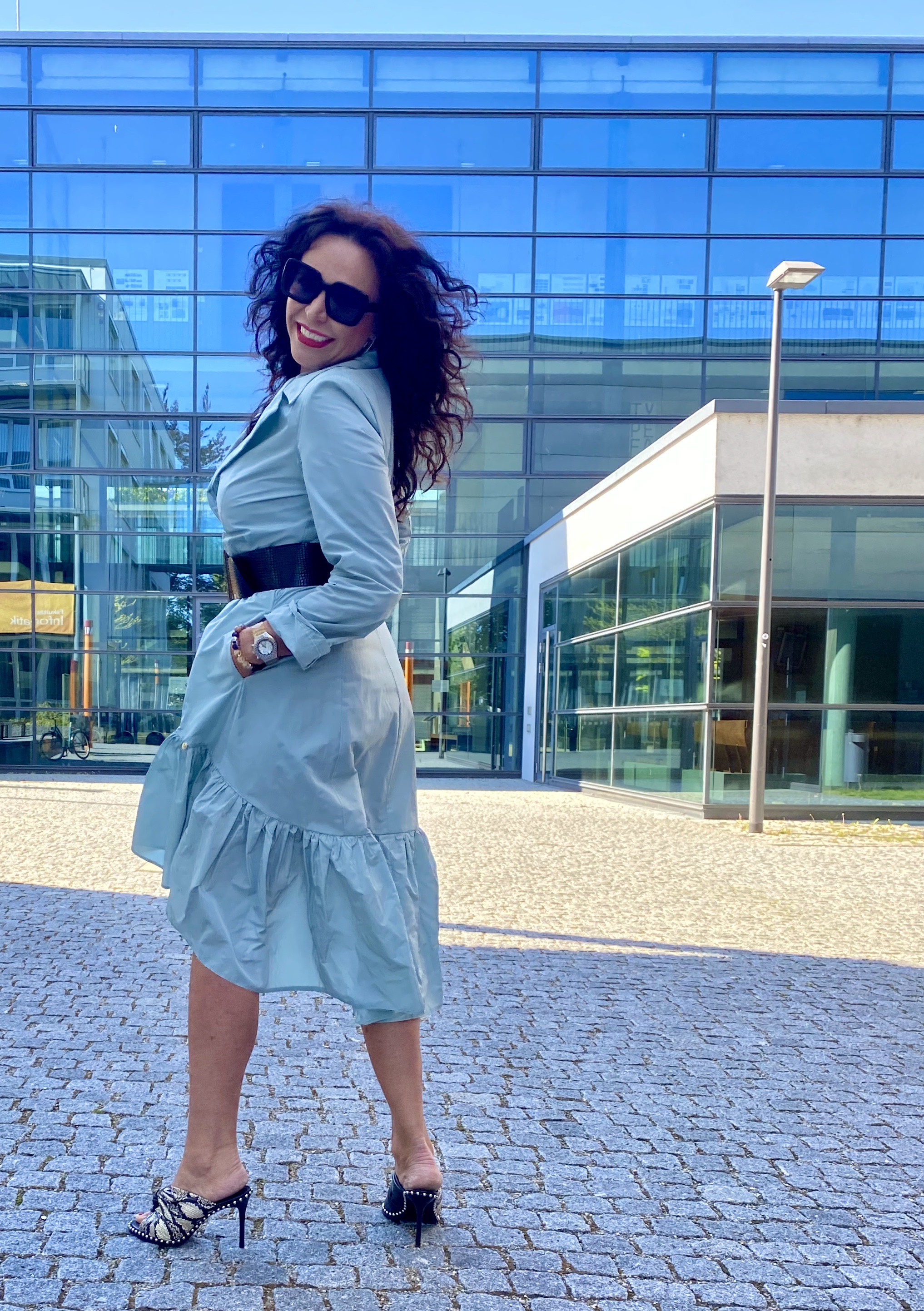 Mint coat Rinascimento, Burberry shades, Alexander Wang New York shoes, mystyle, ageless, Fashionandtravel, stylish, Fashionblog Augsburg, italian fashion, eyewear, mode, Damenmode, Trends 2020, Mantel, cochastyle, streetstyle, streetfashion