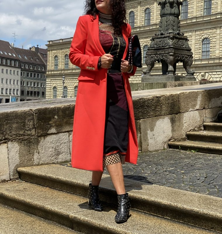 Beaumont coat, RO Skinwear dress, Wolford belt, Moschino shoes, stylish look, mystyle, Fashionblog Augsburg, Trends 2020, fashionlover, eyewearblogger, Modeblogger, Modeblog Augsburg, Modeblog 50plus, Fashionblog50+, streetstyle, streetfashion, cochastyle, designerwear, Dior shades