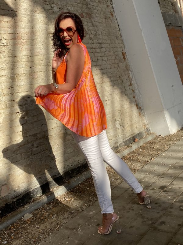 Sfizio Summertop, pleated back, stripes, Tom Ford Sunglasses, eyewearblogger, Marciano Jeans, Summertrends 2020, Fashionblog Augsburg, streetstyle, streetfashion, Summerlook, ageless fashion, ageless style, streetwear, fashionweek, white Jeans, over50, 50plus, 50plus blogger, cochastyle