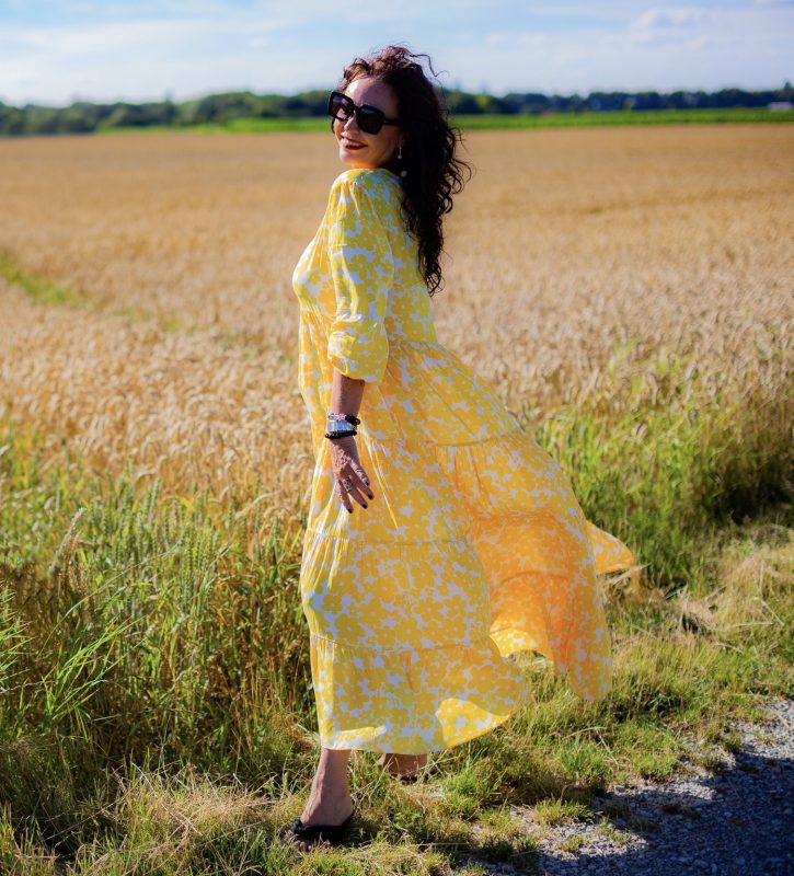 Yellow summer dress, Grace fashion, summer style, summer wear, mystyle, fashion for ladies, summervibes, eyewearblogger, eyewearstyle, eyeweartrends, summerdress, beachwear, cochastyle, streetstyle, Fashionblog Augsburg