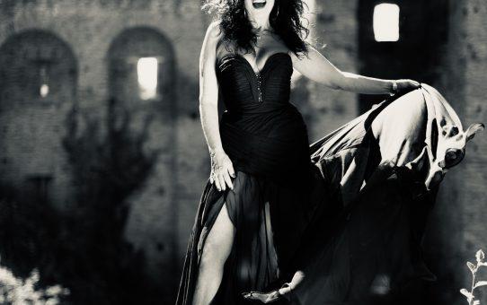 Ellie Saab black and white