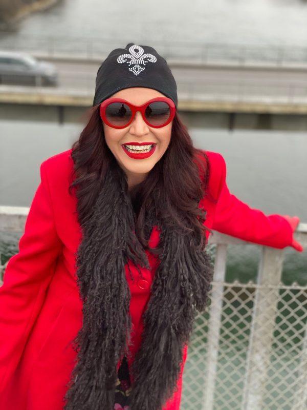 Red coat Rinascimento, umbrelle, ladies fashion, Fashionblog Augsburg, stretching, cochastyle, fall outfit, stylish, streetfashion, autumn, ladies