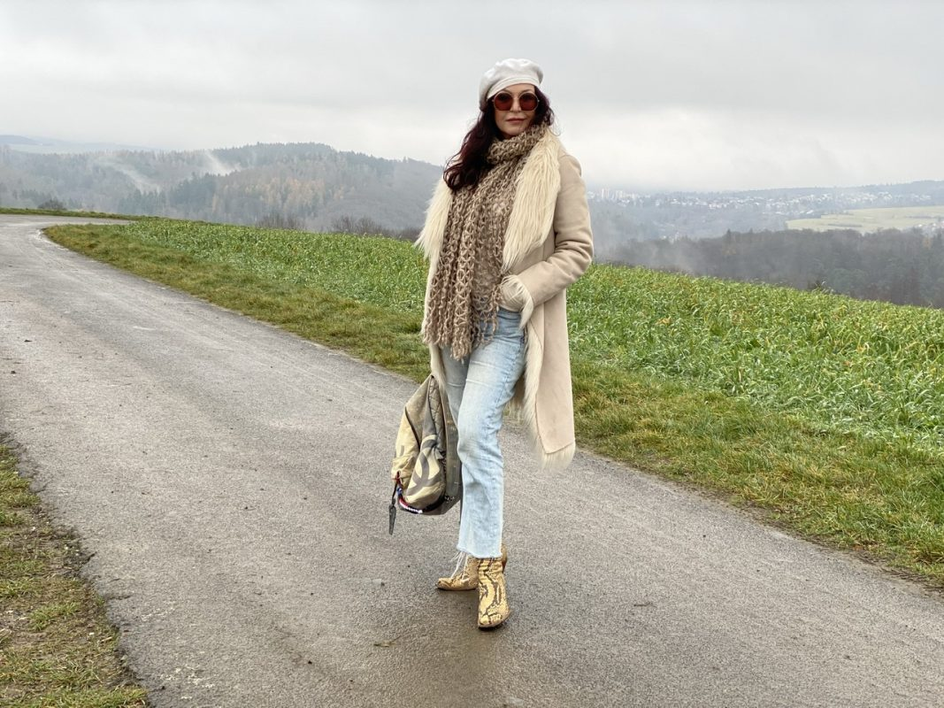 Winter Style, oui coat, Chanel bagpack, Marc Jacobs shades, Mango Jeans, Stuart Weitzman boots, hatlover, streetstyle, winteroutfit, winter style, cochastyle, streetwear, Fashionblog Augsburg, stylish look, ageless fashion, hatlover