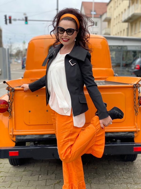 Retro Style, orange, sixties, 60s style, style for ladies, ageless fashion, ageless, eyewear Prada, Sfizio pants, italia moda, italian fashion, Patrizia Pepe, mystyle, cateye Sunglasses, fashionlover, fashionista, stylish, 50plus, 50plusandfabulous, smile, jewelry, Fashionblog Augsburg, cochastyle