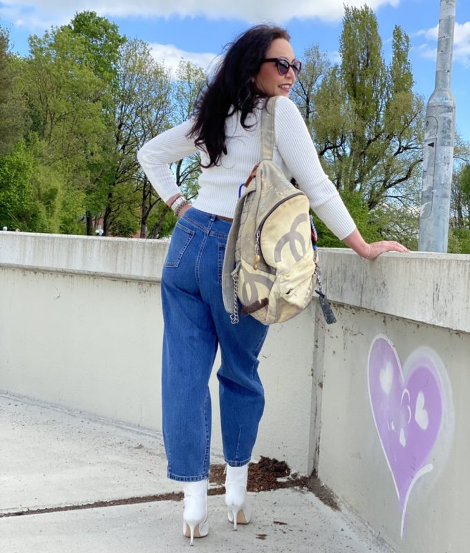 High Waist Jeans, Rinascimento, Chanel backpack, Caroline Abrahm Shades, designerwear, designer, glam, fashionista, mystyle, 50plus, bestager, bestage, ageless, ageless fashion, Fashionblog Augsburg, cochastyle