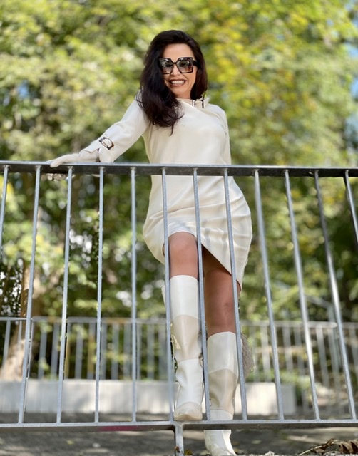 Ivory look, Boots Kat Maconie, Dress Ana Alcazar, Bag Blumarine, shades Dolce Gabbana, mystyle, over50, ageless, ageless fashion, ageless woman, Fashionblog Augsburg, streetstyle, fall21, Herbstmode, Cremefarben, cochastyle